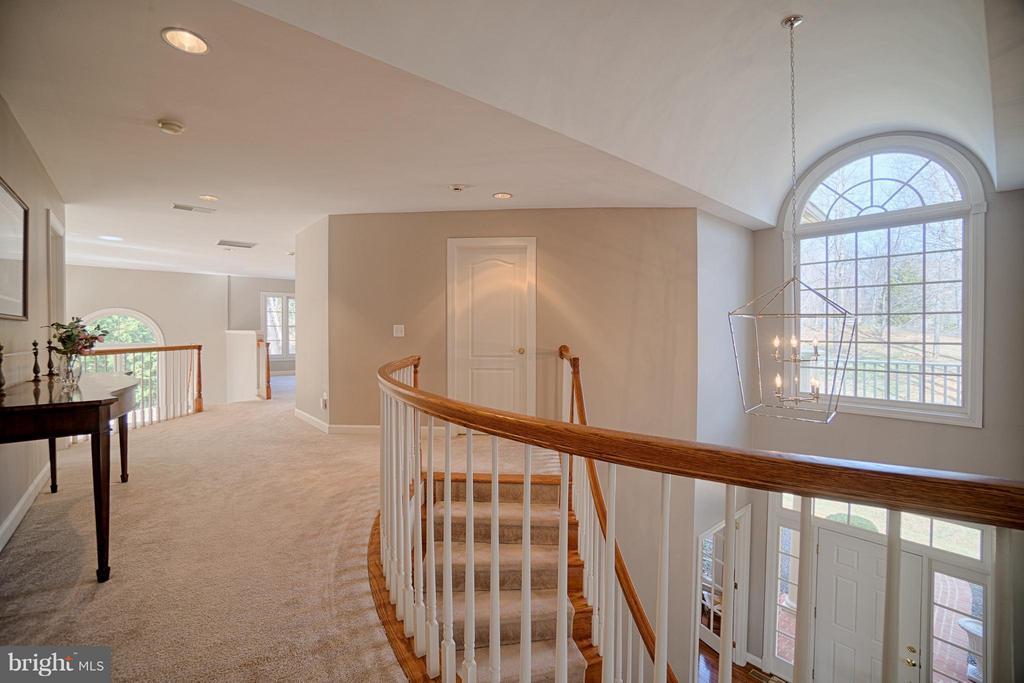 Upper level grand hallway - 40577 BLACK GOLD PL, LEESBURG