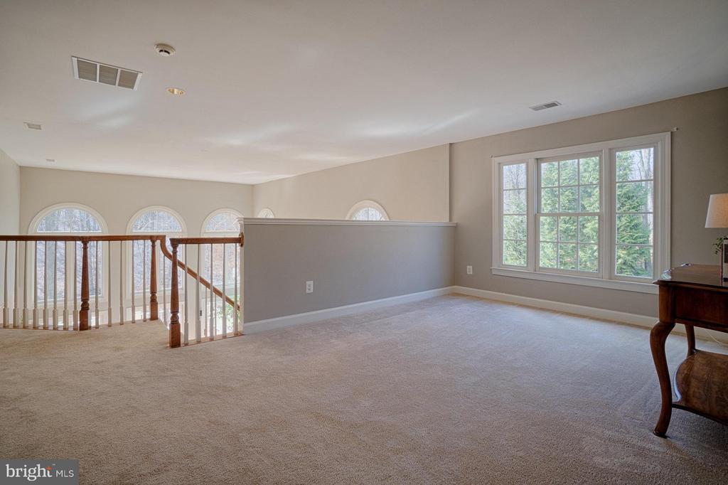 Upper Floor loft open to family room - 40577 BLACK GOLD PL, LEESBURG