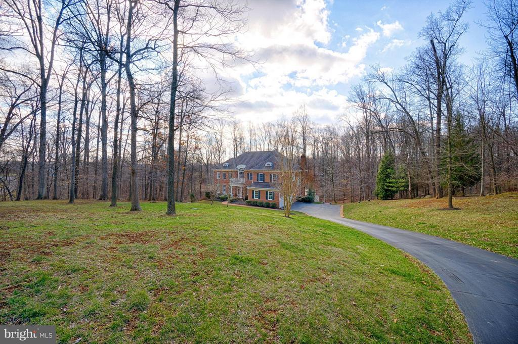 Grand entry to your private enclave - 40577 BLACK GOLD PL, LEESBURG