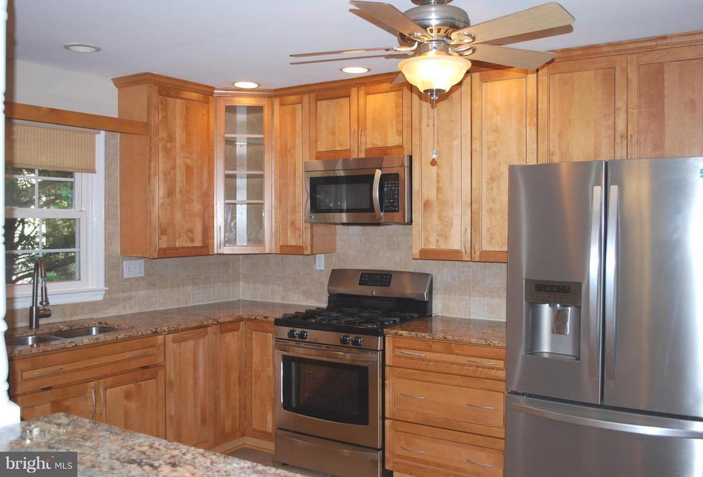 Kitchen - 3421 BEAUFORD CIR, ANNANDALE