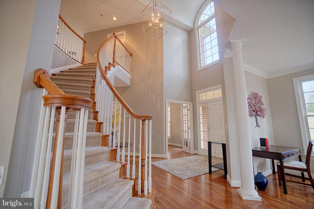 Dramatic Curved Entry Staircase - 40577 BLACK GOLD PL, LEESBURG