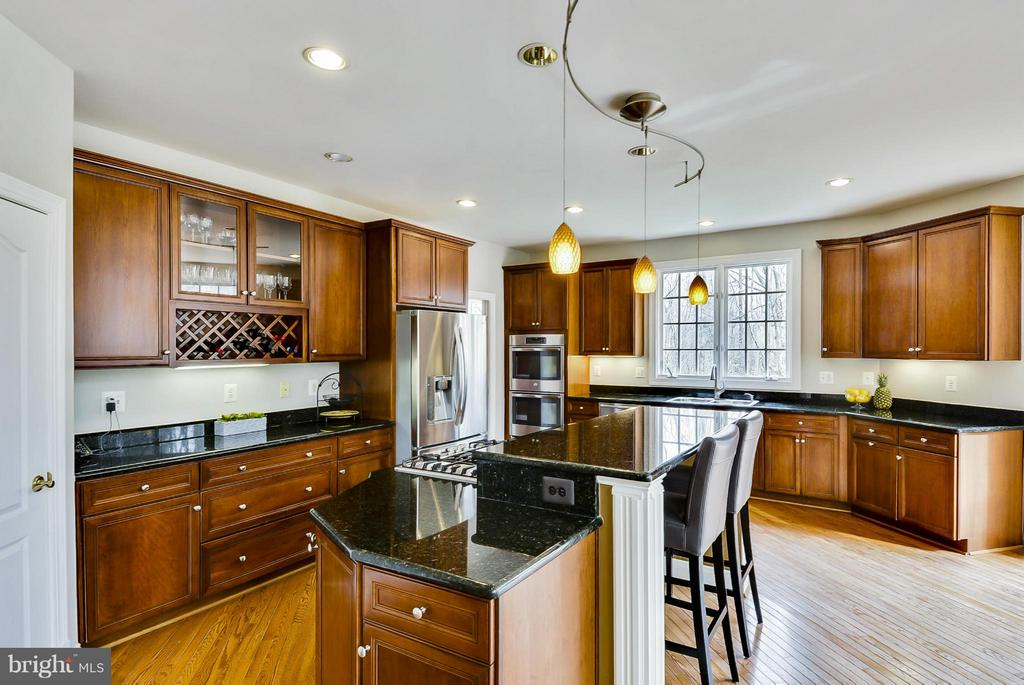 Kitchen, great views of private backyard - 40577 BLACK GOLD PL, LEESBURG