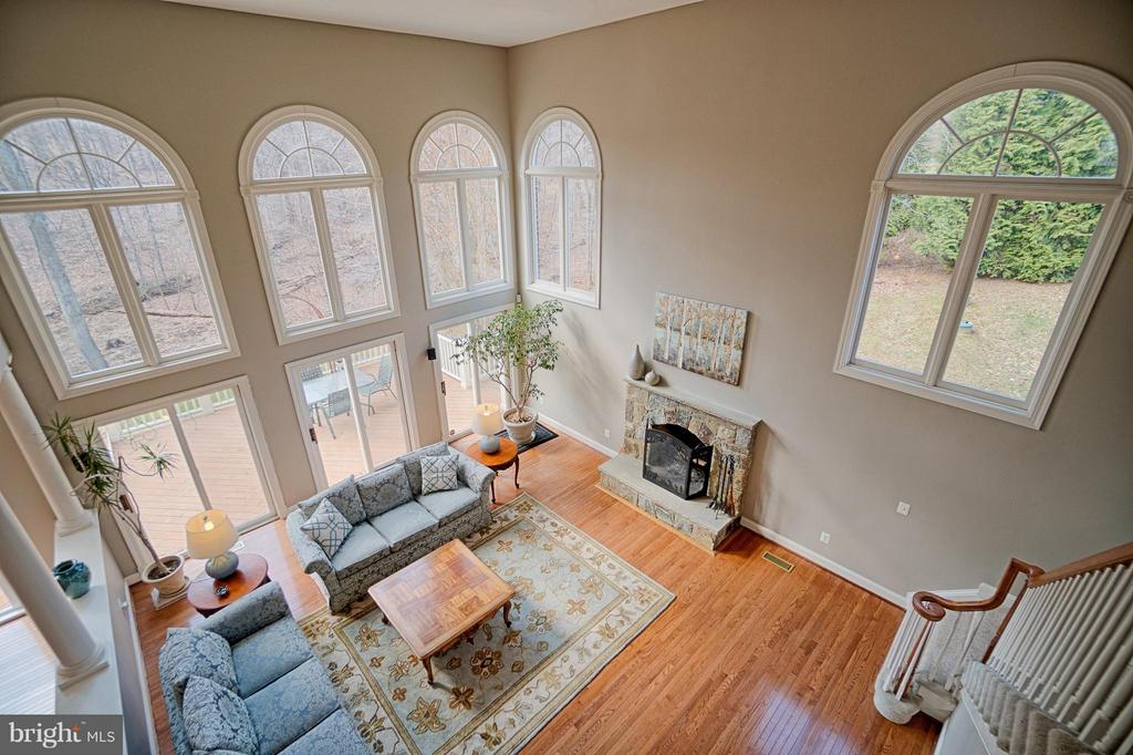 Dramatic Two story family room - 40577 BLACK GOLD PL, LEESBURG