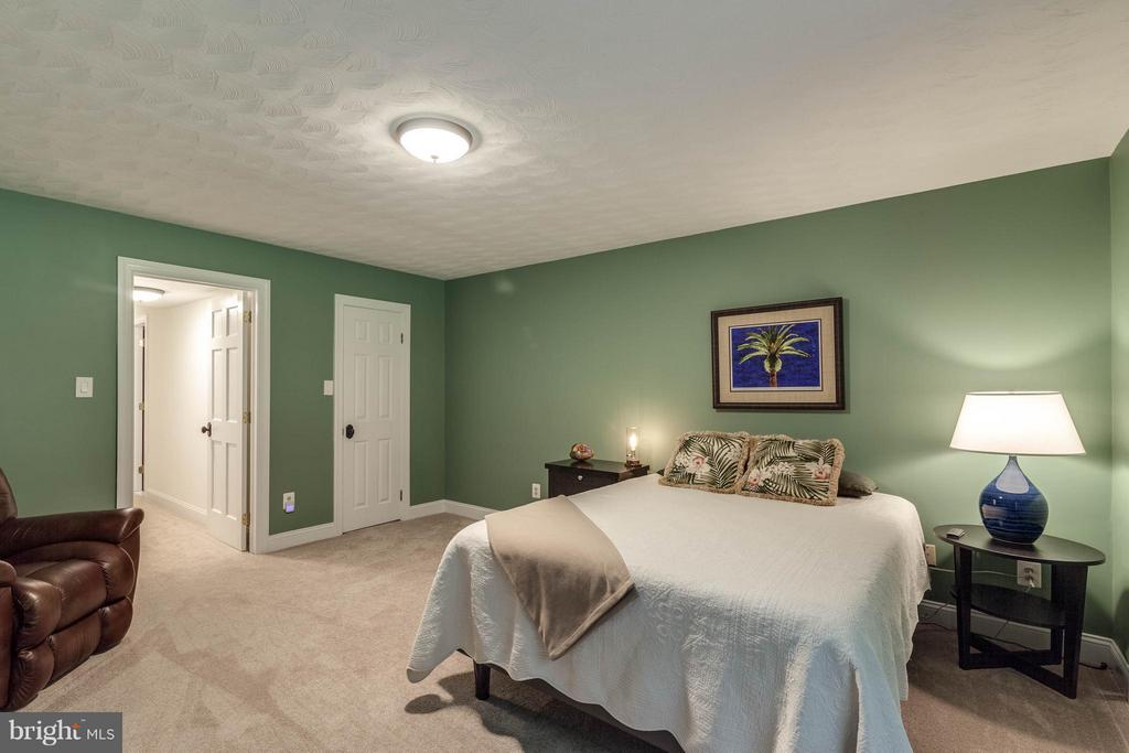 Room for a king bed  & other furnishings-It's BIG! - 11905 CHAPEL RD, CLIFTON