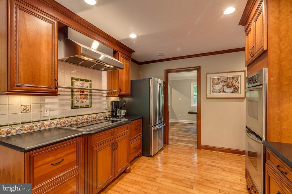 The cabinetry is fabulous. Such detail throughout! - 11905 CHAPEL RD, CLIFTON