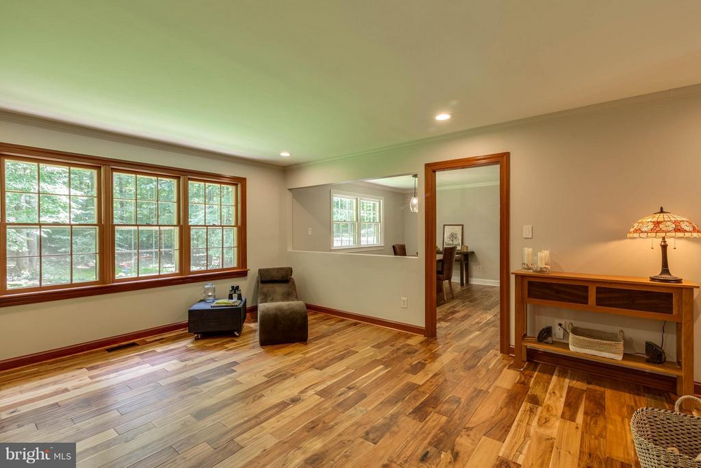 Bring the outside in with the amount of windows! - 11905 CHAPEL RD, CLIFTON