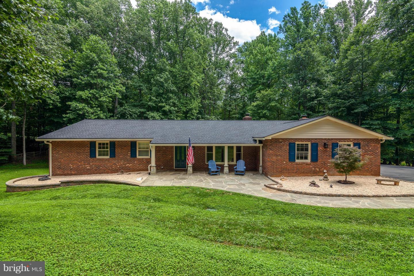 Single Family for Sale at 11905 Chapel Rd Clifton, Virginia 20124 United States
