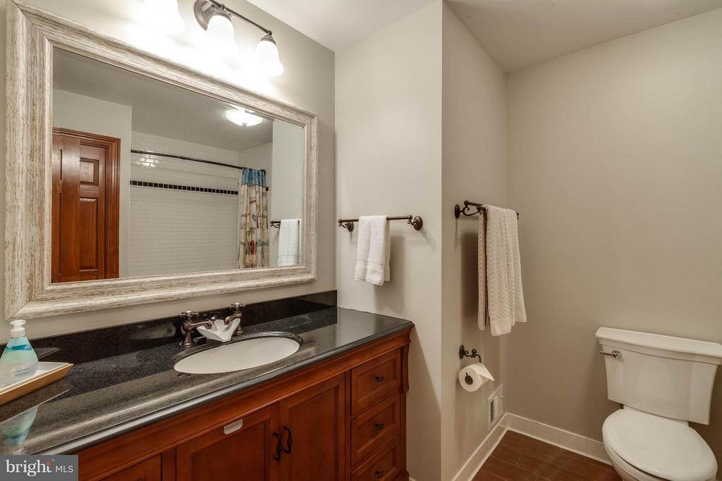 Even the hall full bathroom is updated so nicely - 11905 CHAPEL RD, CLIFTON