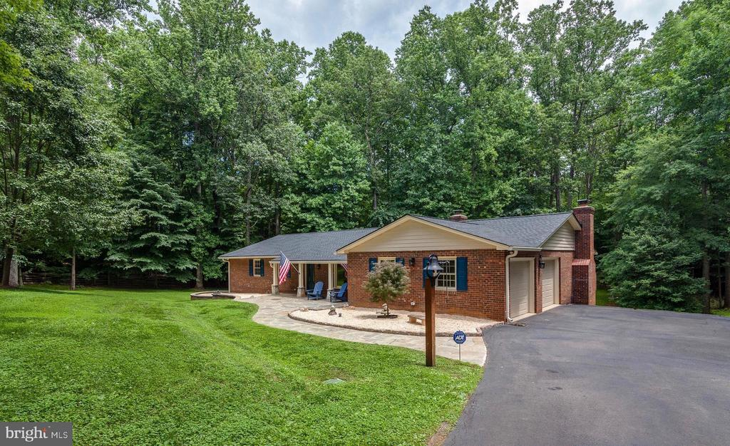 2 Level Living and Master on main level!!! - 11905 CHAPEL RD, CLIFTON