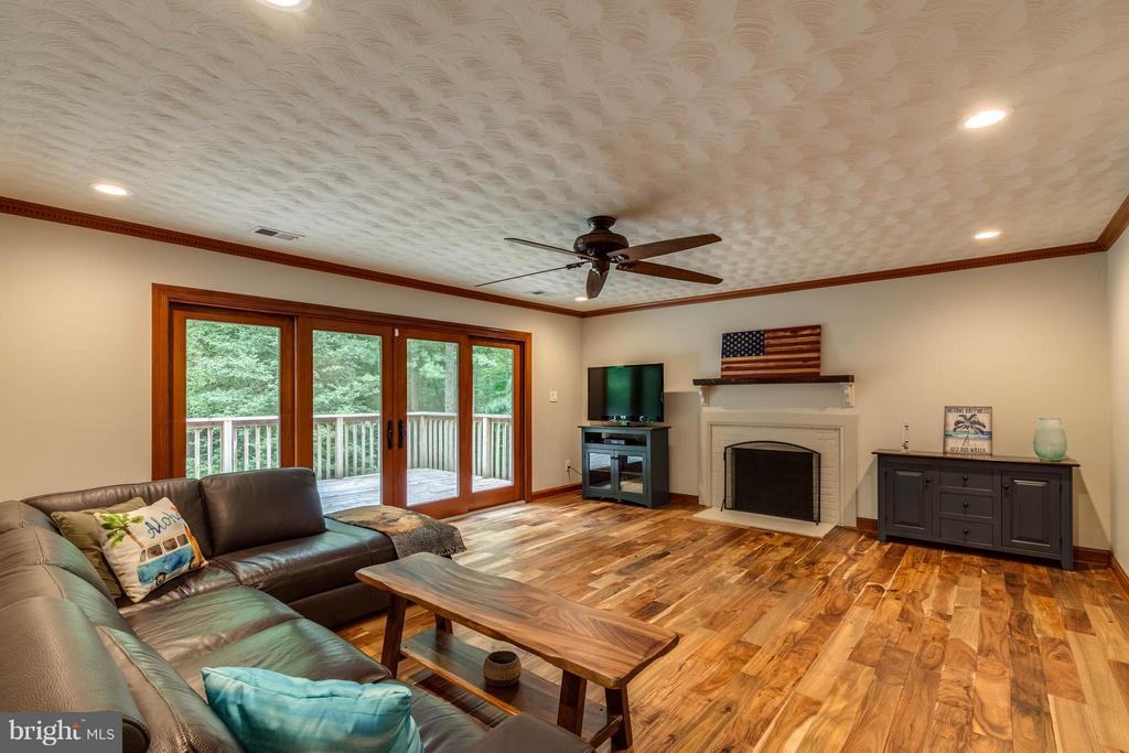 Cozy up next to the wood fire place next winter - 11905 CHAPEL RD, CLIFTON