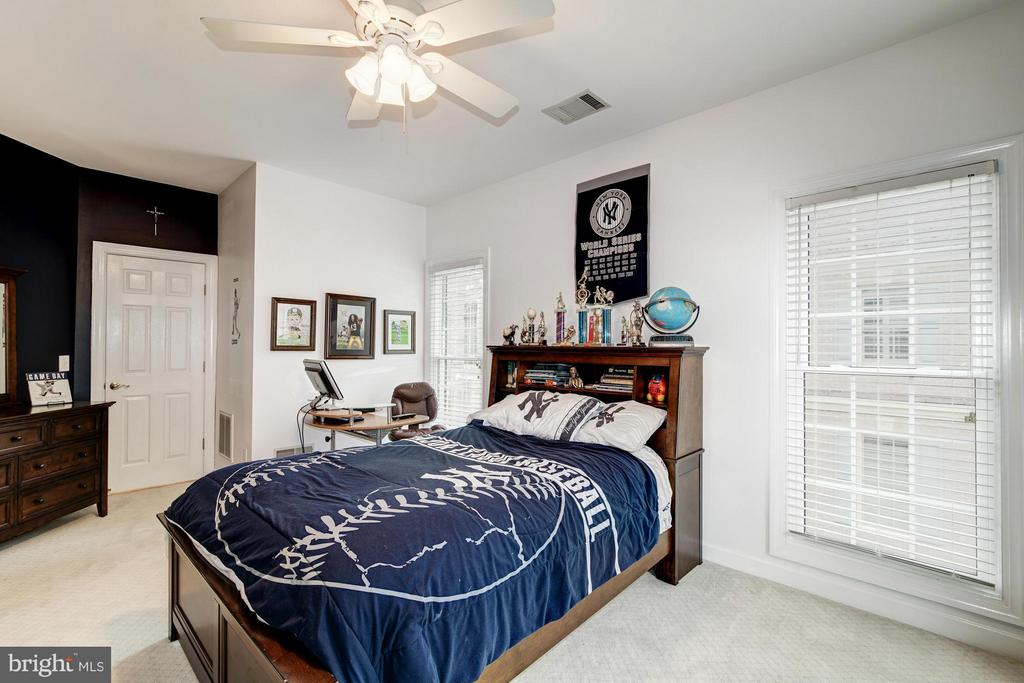 Spacious Bedroom with Walk-In Closet - 20293 WATER MARK PL, STERLING