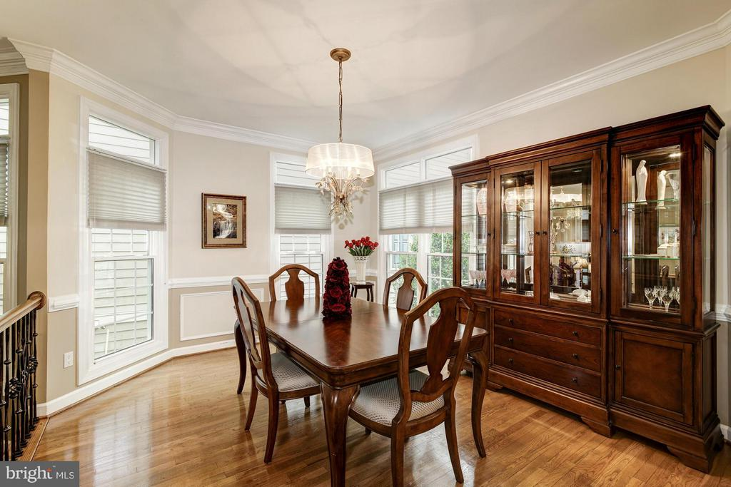 Dining Room with Crown Molding and Hardwoods - 20293 WATER MARK PL, STERLING