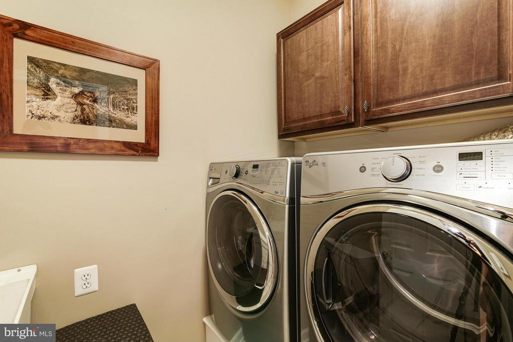 Remodeled Laundry Room with HE Washer and Dryer - 20293 WATER MARK PL, STERLING