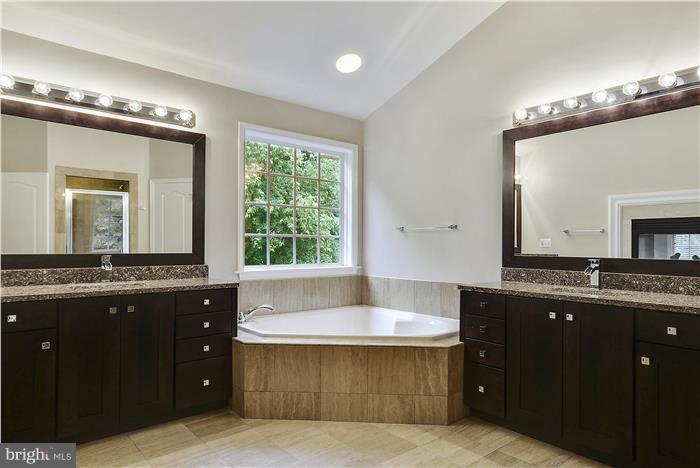 Beautiful new vanities - 47806 SCOTSBOROUGH SQ, POTOMAC FALLS