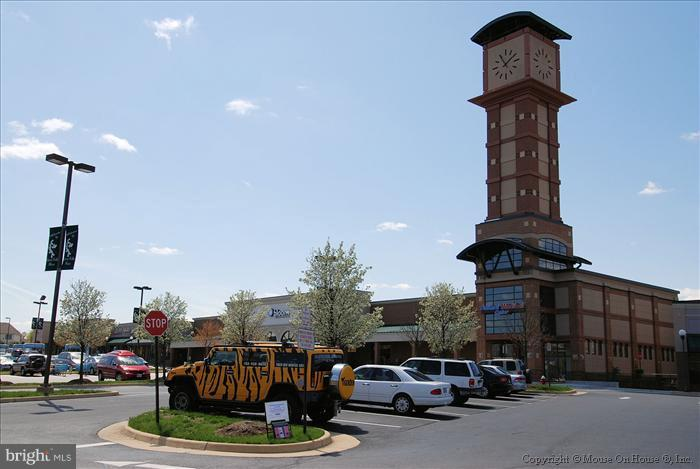 Very near shopping center - 47806 SCOTSBOROUGH SQ, POTOMAC FALLS