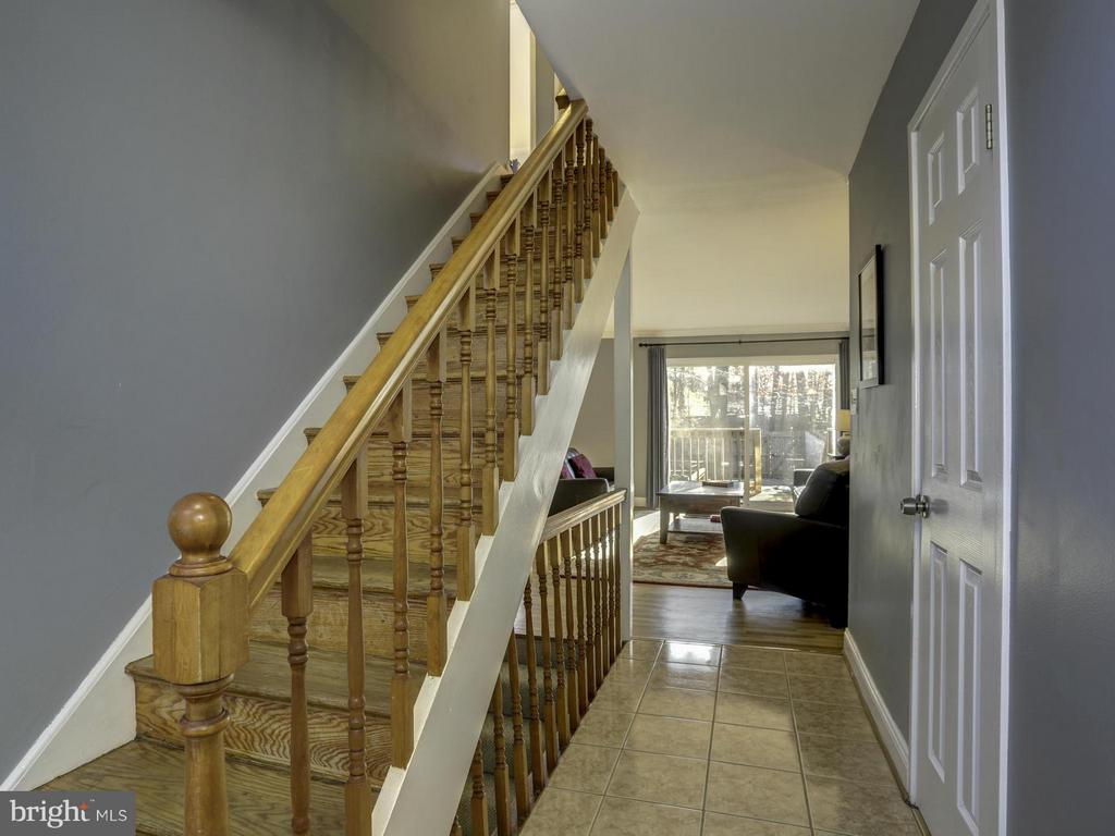 Hall Entrance - 7944 INVERNESS RIDGE RD, POTOMAC