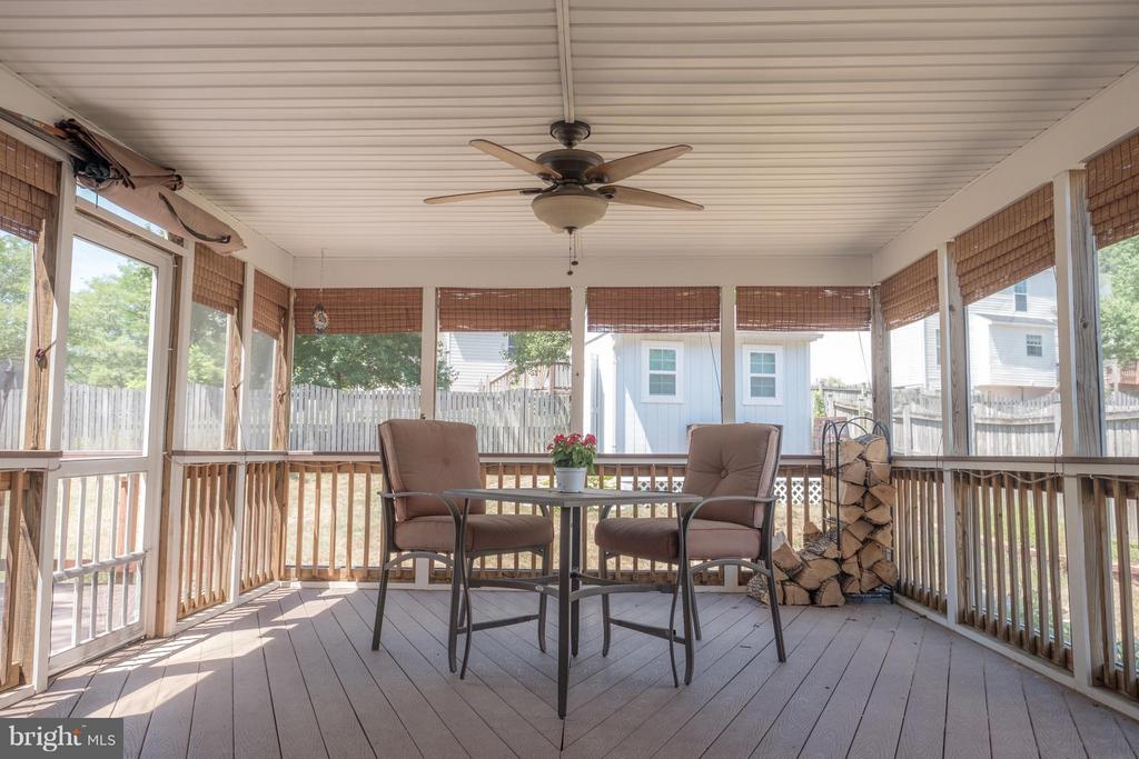 Screened-in porch - 1 JONQUIL PL, STAFFORD