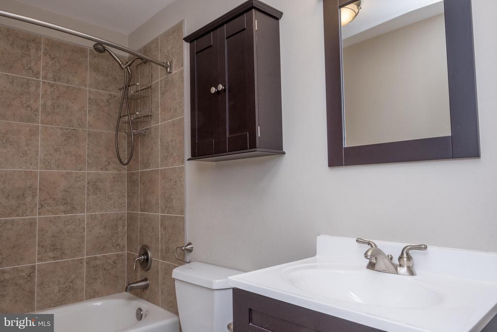 Full Bath in Basement - 1 JONQUIL PL, STAFFORD