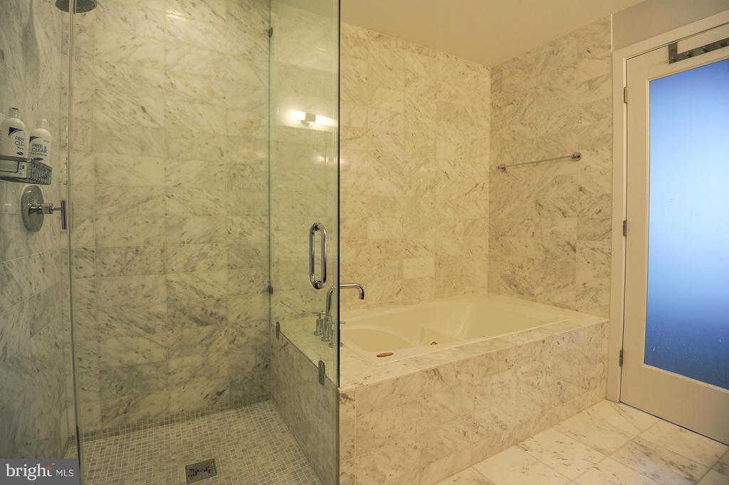 Bath - 2001 15TH ST N #1610, ARLINGTON