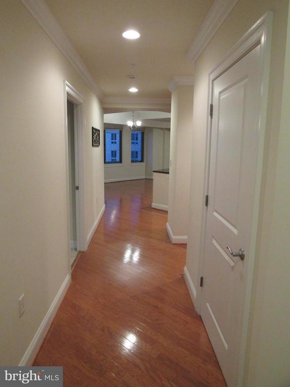 Entry foyer - 3625 10TH ST N #803, ARLINGTON