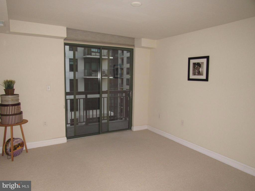 Big master bedroom with balcony - 3625 10TH ST N #803, ARLINGTON