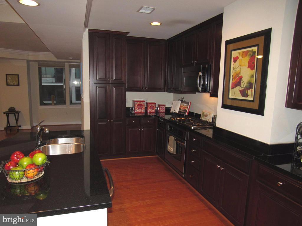 Great cabinet storage - 3625 10TH ST N #803, ARLINGTON