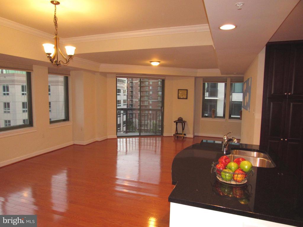 Large living room with wood floors - 3625 10TH ST N #803, ARLINGTON