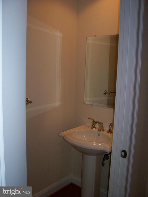 Powder room off the foyer - 3625 10TH ST N #803, ARLINGTON