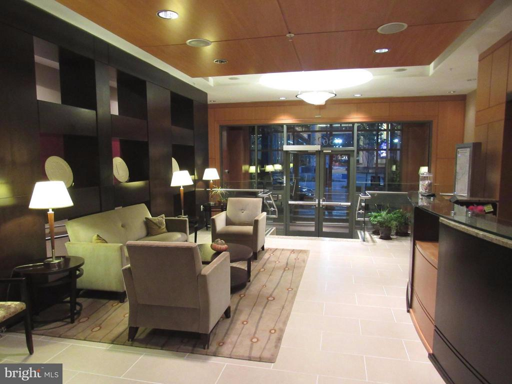 Elegant lobby and reception area - 3625 10TH ST N #803, ARLINGTON