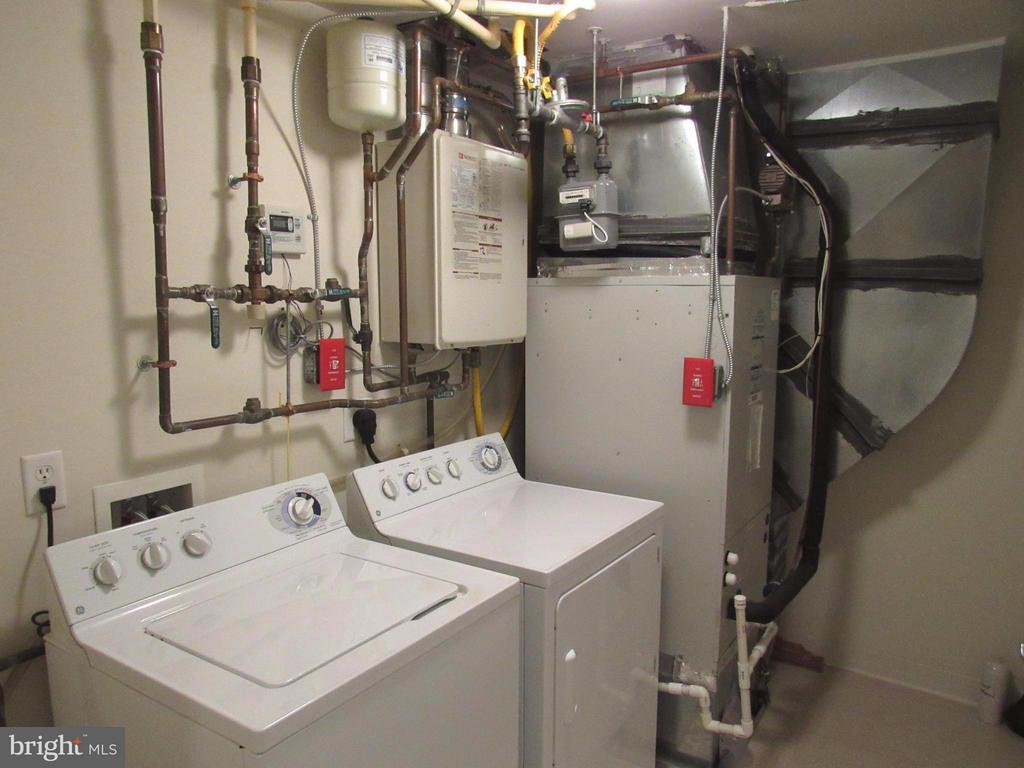 Full size washer/dryer + tankless water heater - 3625 10TH ST N #803, ARLINGTON