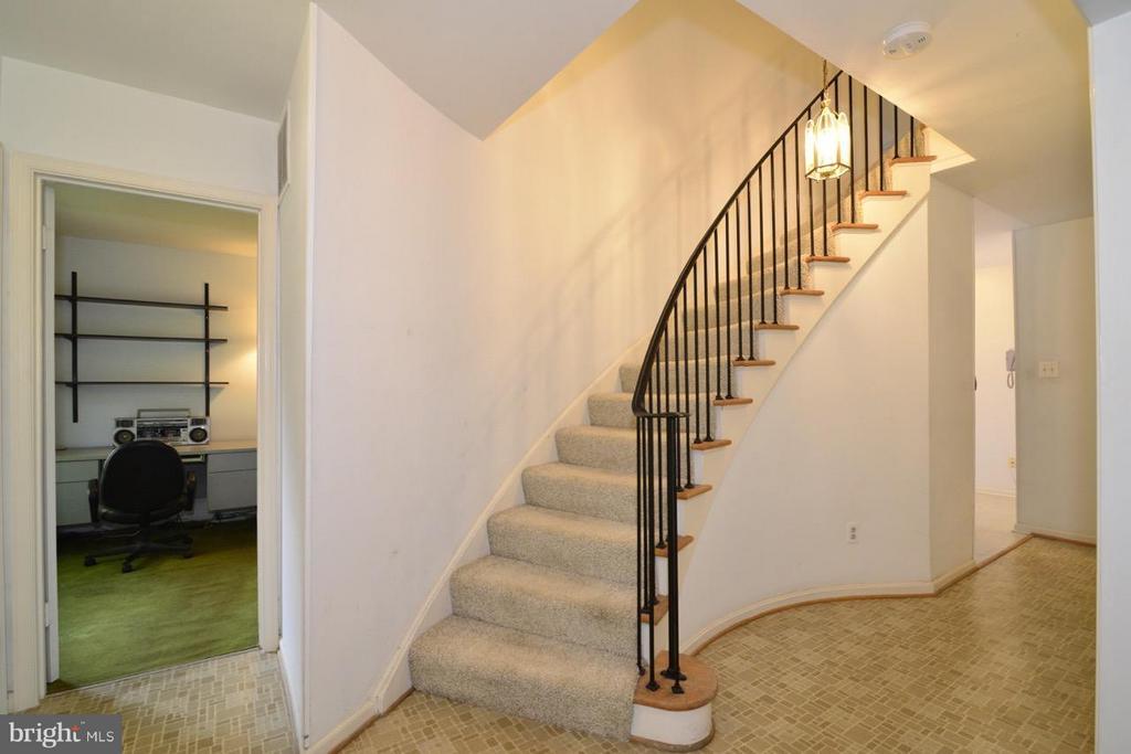 Elegant Staircase - 8511 FORRESTER BLVD, SPRINGFIELD