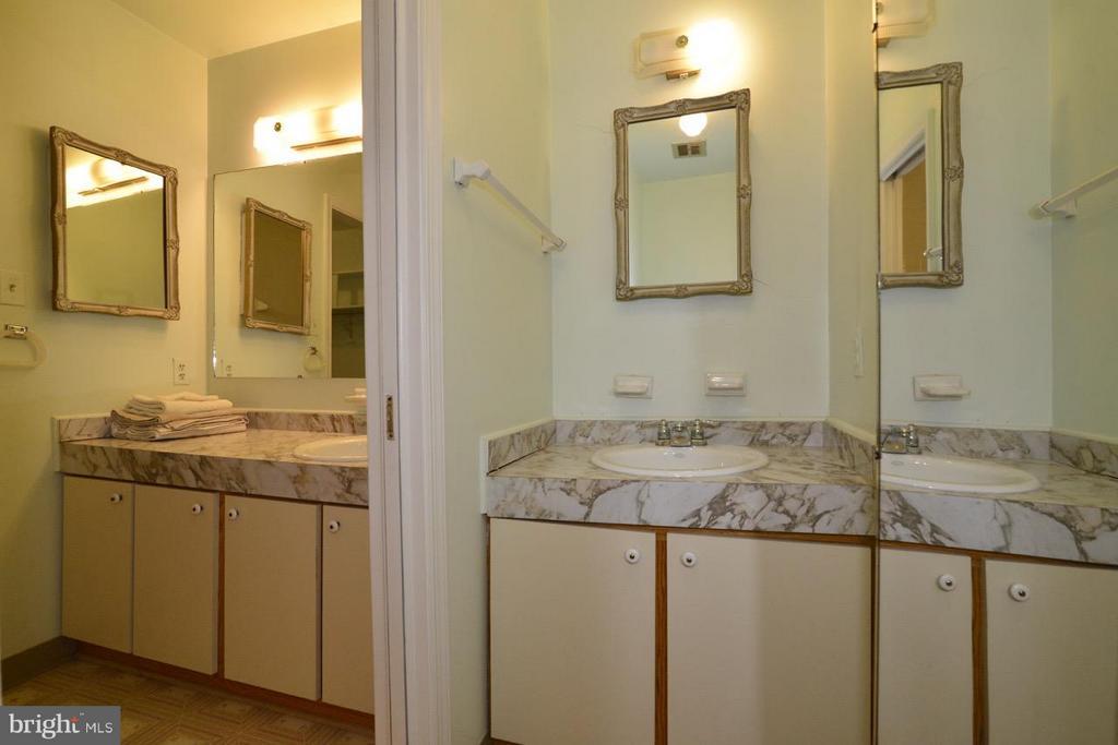 Master Bath Vanities (View 2) - 8511 FORRESTER BLVD, SPRINGFIELD