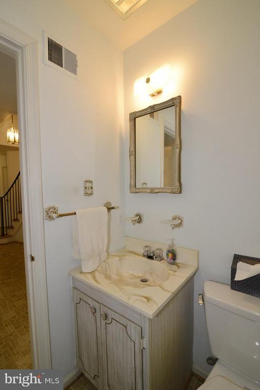 Main level Powder Room - 8511 FORRESTER BLVD, SPRINGFIELD