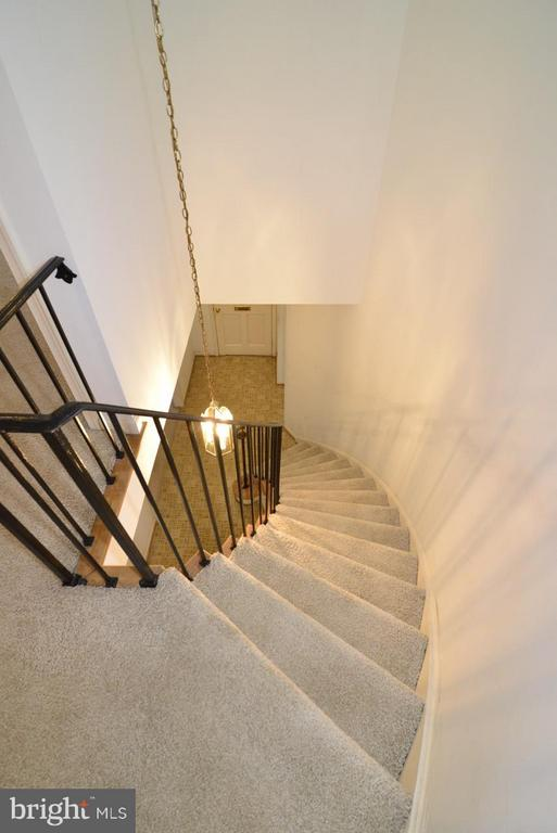 Staircase from upper landing - 8511 FORRESTER BLVD, SPRINGFIELD