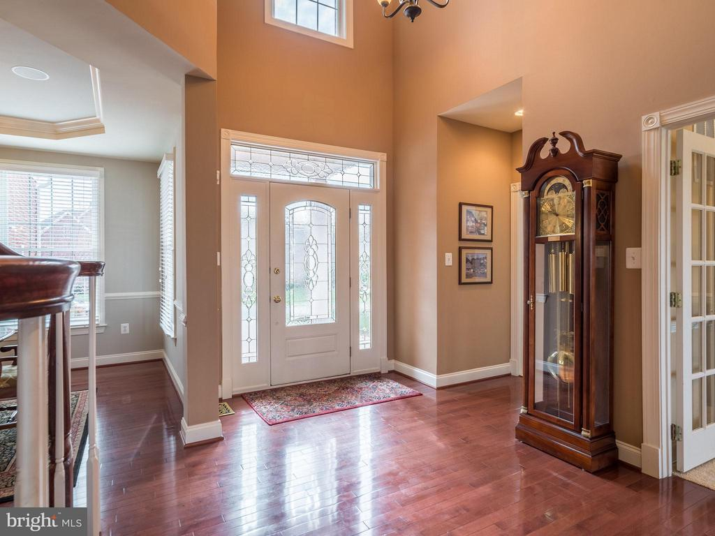 Lovely cherry hardwood floors - 19825 BETHPAGE CT, ASHBURN