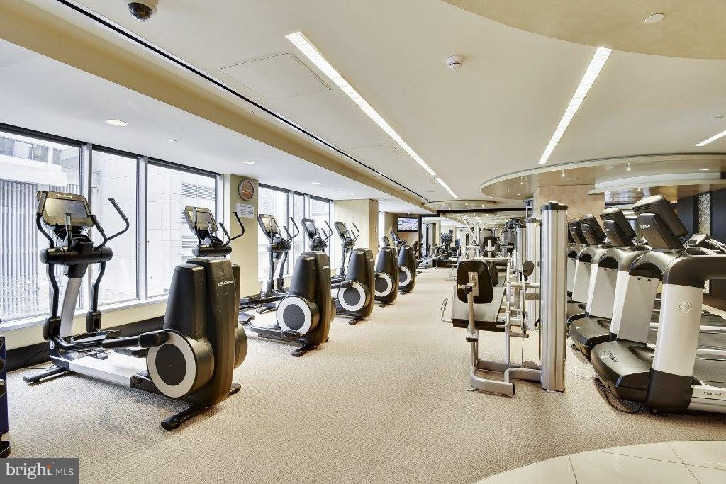 Hotel fitness center for residents' use - 1111 19TH ST N #1403, ARLINGTON