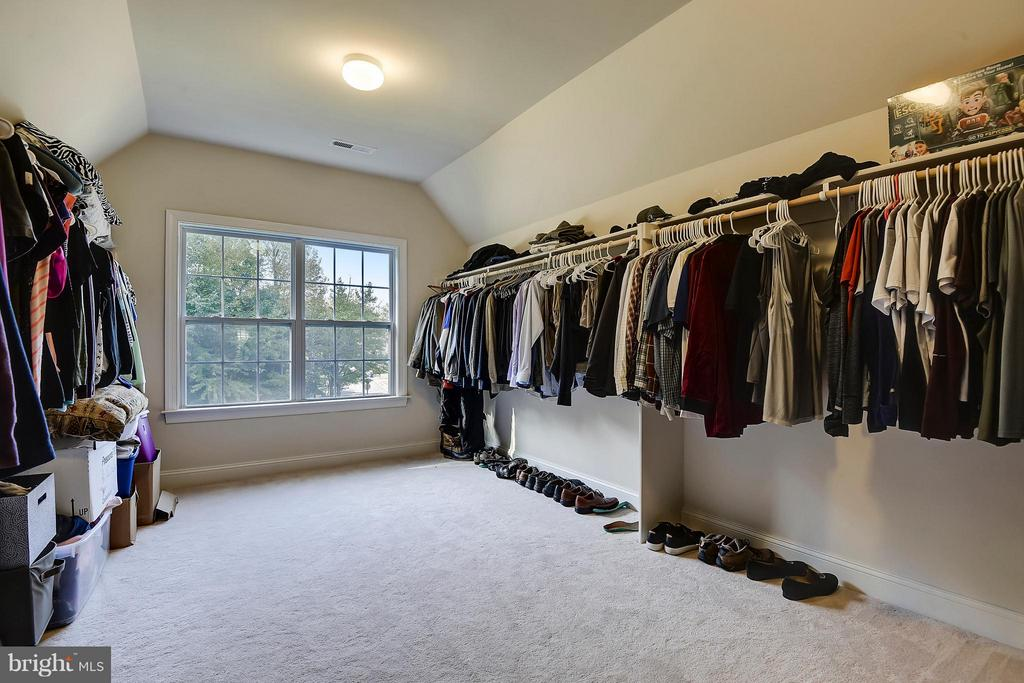 Huge Master Closet - 13596 SOUTH SPRINGS DR, CLIFTON
