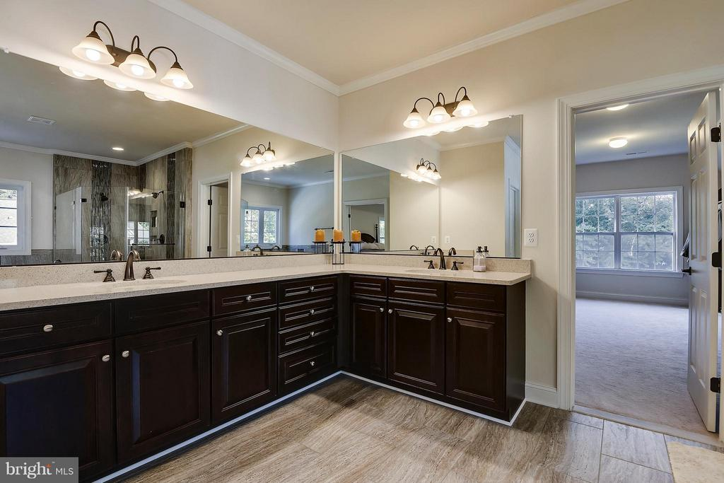 Dual Master Vanity - 13596 SOUTH SPRINGS DR, CLIFTON