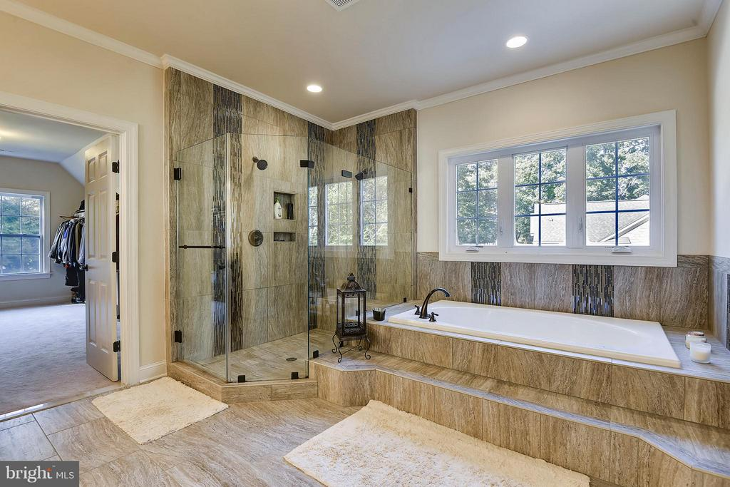 Separate Dual Head Shower - 13596 SOUTH SPRINGS DR, CLIFTON