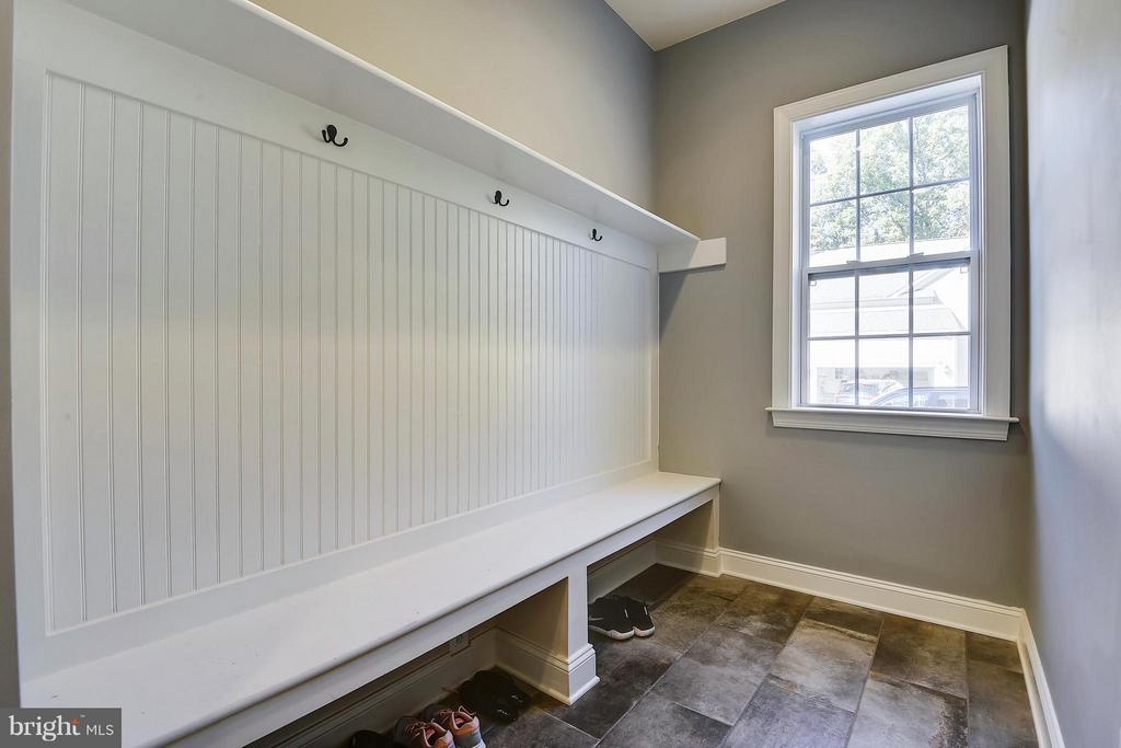Mud Room - 13596 SOUTH SPRINGS DR, CLIFTON
