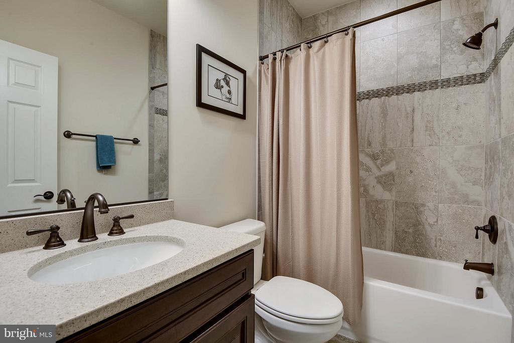 Upper Level Ensuite Bathroom - 13596 SOUTH SPRINGS DR, CLIFTON