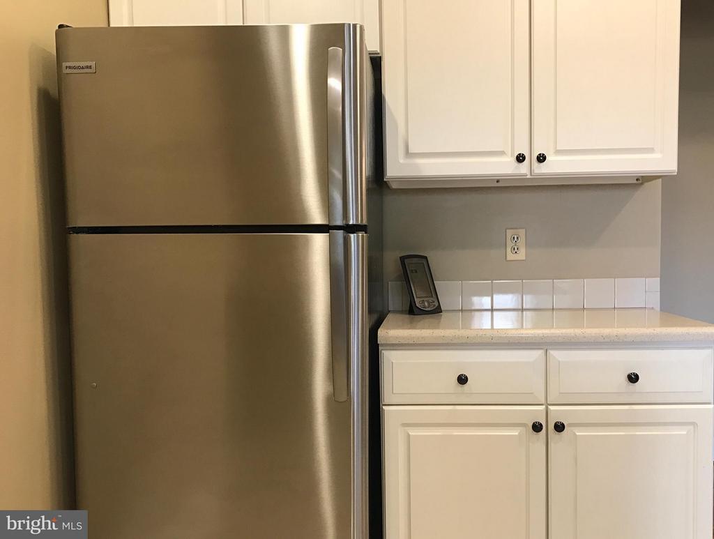 Kitchen - 11419 COMMONWEALTH DR #301, ROCKVILLE
