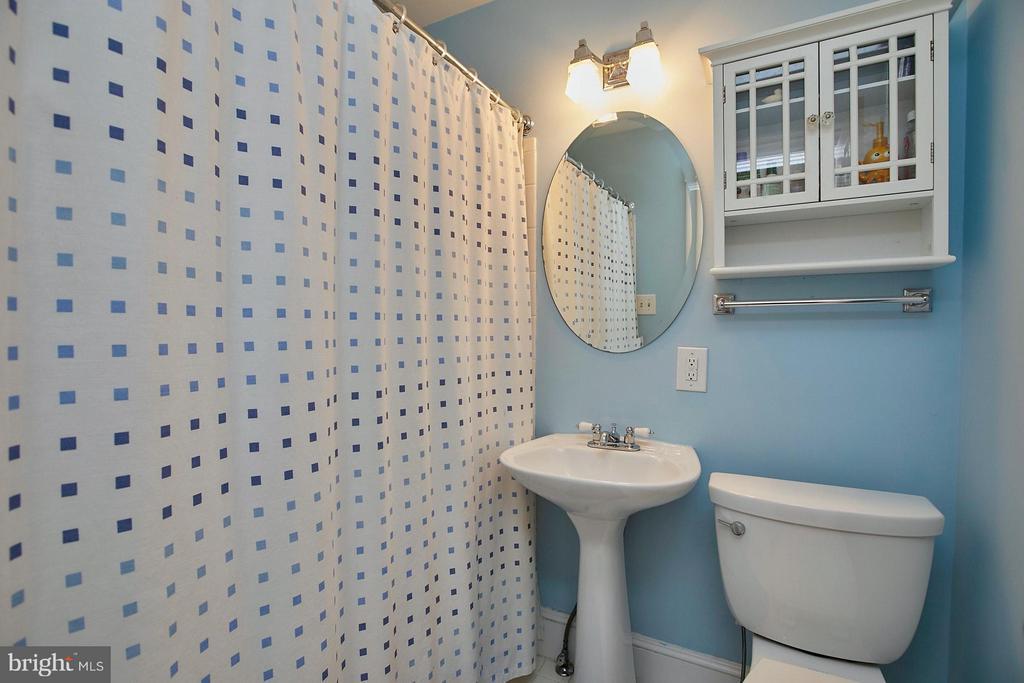 Bath - 3605 21ST AVE N, ARLINGTON