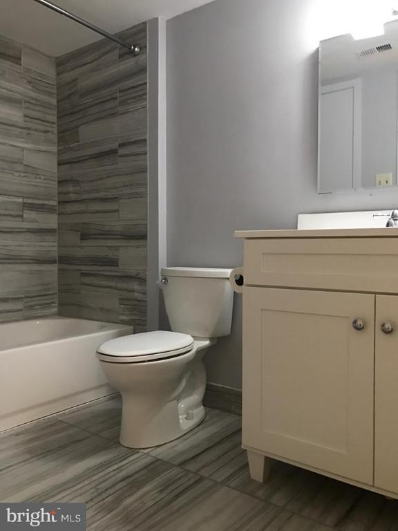 Bathroom - 11419 COMMONWEALTH DR #301, ROCKVILLE