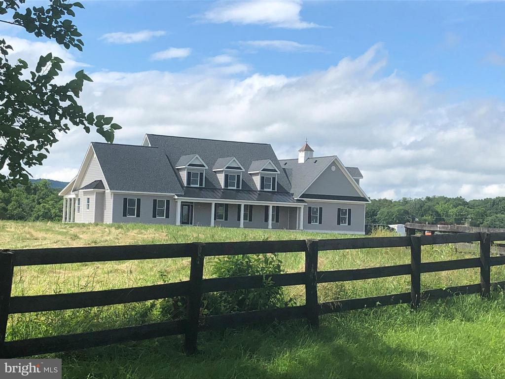 Exterior Blackboard Fencing - Equestrian Community - 38042 GREENWOOD FARM LN, PURCELLVILLE