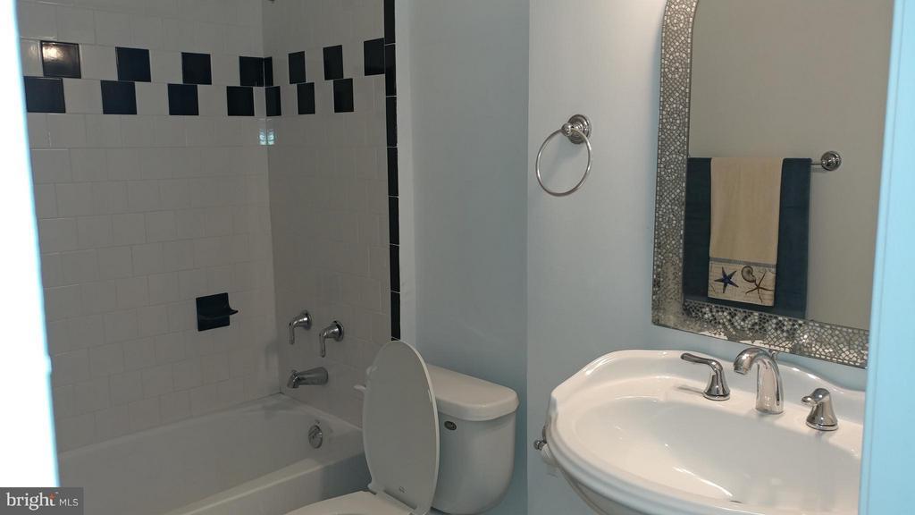 Full Lower Level Bath - 2800 EMIL CT, WOODBRIDGE