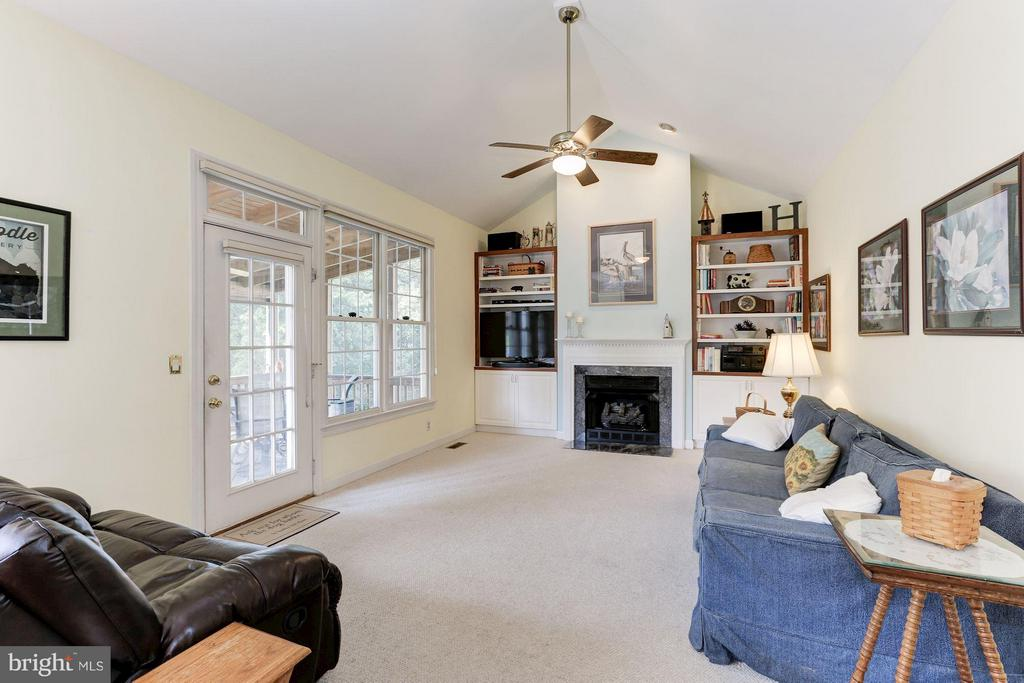 Family Room - 5610 WILLOW CROSSING CT, CLIFTON