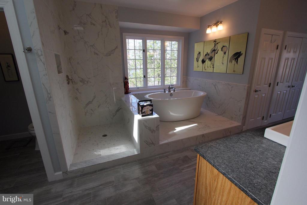 Bath (Master) - 4551 SUNSHINE CT, WOODBRIDGE