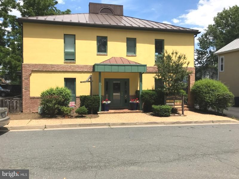 Photo of home for sale at 5 Hamilton Street N, Middleburg VA