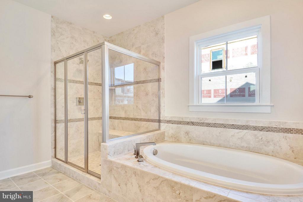 Bath (Master) - 43382 WHITEHEAD TER, ASHBURN